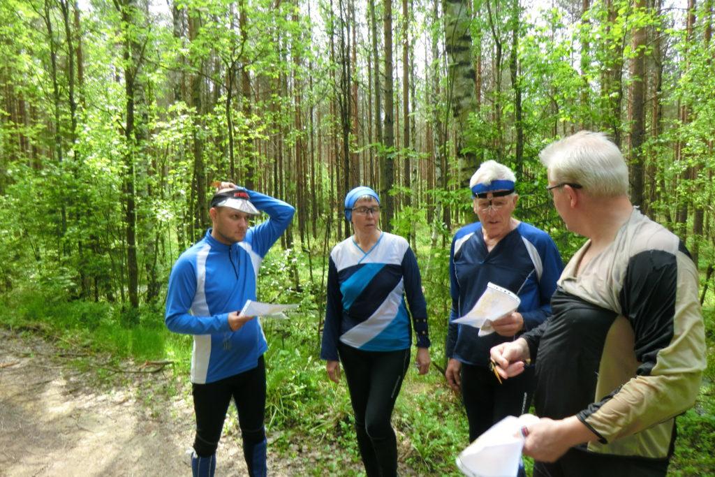 Руководитель команды отвечает за жизнь и здоровье членов команды. Если движение по маршруту представляется руководителю непосильным для команды, команда сходит с маршрута.